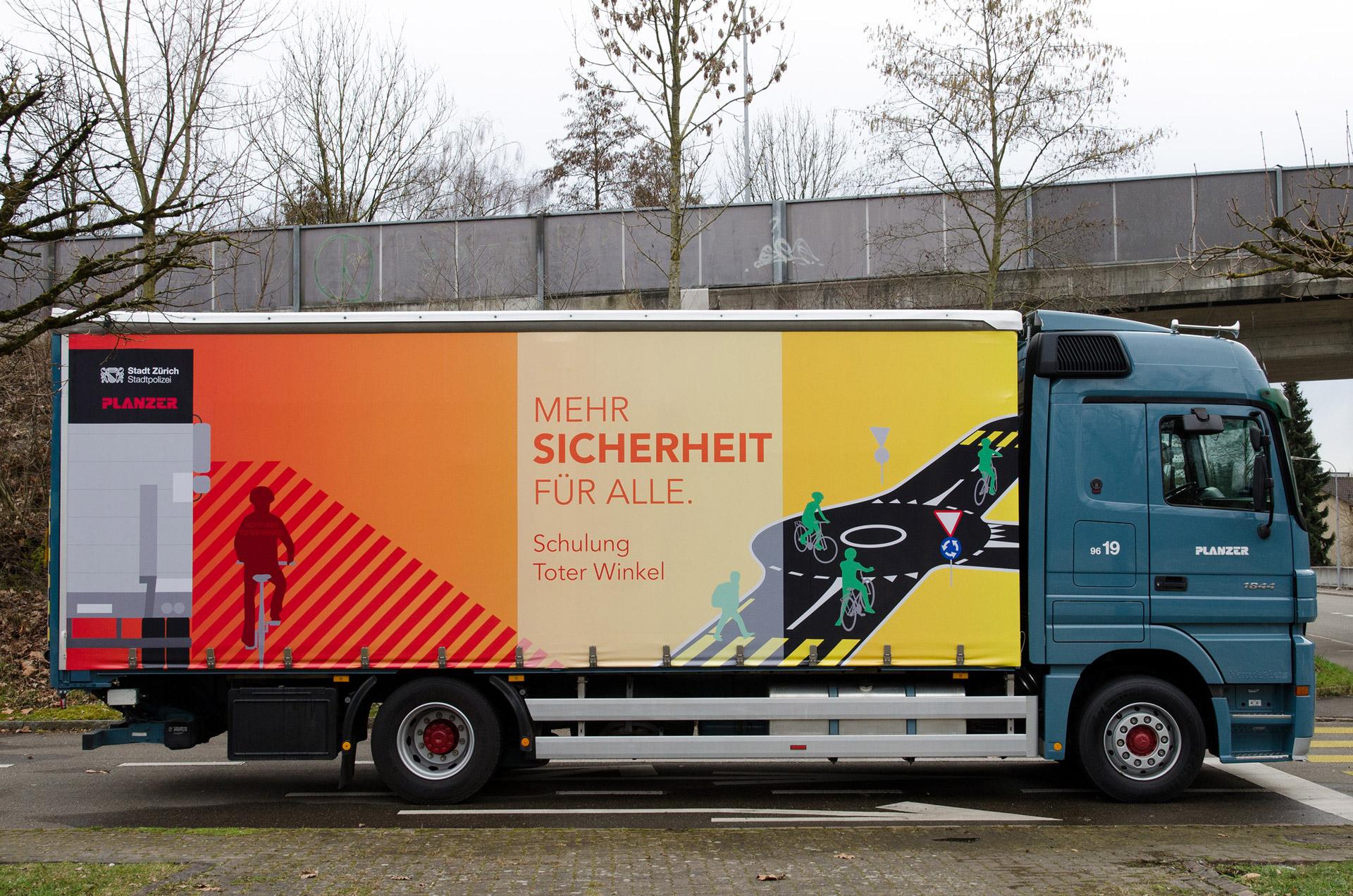 Planzer-LKW in Verkehrsschulanlage Aubrugg, ZH